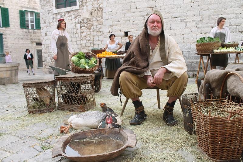 Nikica Reškov iz Tisnog je doveo ovna, kozu, četiri kokoši, dvije patke i gusku (Foto: H. Pavić)