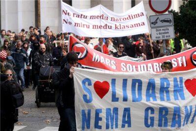 (FOTO) Mnoštvo na Maršu solidarnosti s migrantima, protiv ratova, fašizma, terorizma…