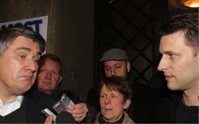 U prostorijama Mosta u Zagrebu nako odustajanja HDZ-ove Domoljubne koalicije,SDP-ova koalicija Hrvatska raste nastavila je razgovore.Nakon razgovora Zoran Milanović i Božo Petrov dali su izjave za medije (Foto: HINA - Tomislav Pavlek)
