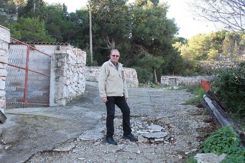 'Hodajući kolegij' obećao je popraviti Stari put (Foto: Tris/H. Pavić)
