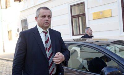 Oreškovićeva Vlada održava prvu sjednicu bez ministra Mije Crnoje