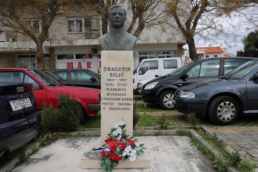 Bista španjolskog heroja ispred nekadašnjeg Doma boraca i omladine (Foto: Tris/H. Pavić)