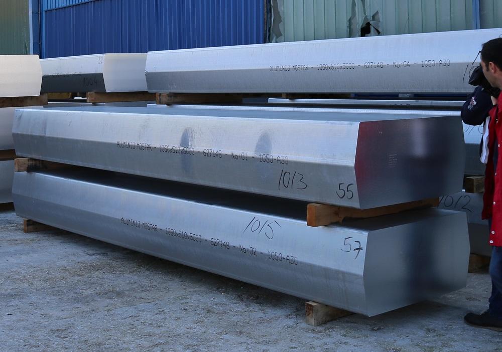 Aluminijski blokovi dopremljeni iz Mostara (Foto: Tris/H. Pavić)