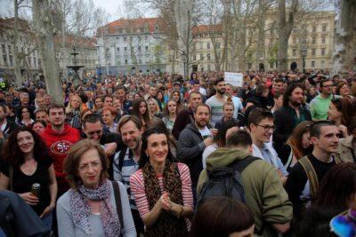 Satira na Zrinjevcu (foto HINA Tomislav Pavlek)