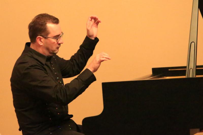 Birani repertoar za biranu publiku – pijanist Vladimir Babin oduševio u Gradskoj vijećnici