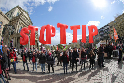 Demonstracije protiv TTIP-a Foto Hina/EPA/CHRISTIAN CHARISIUS