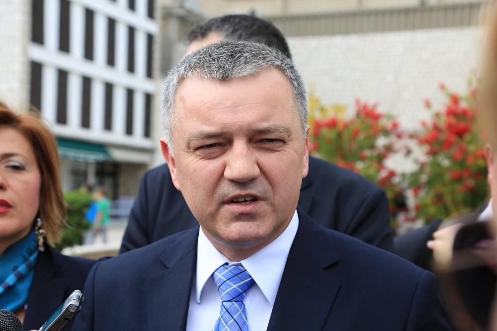 Zar ministru Horvatu nije neugodno javno tvrditi da obnova nije spora ?!