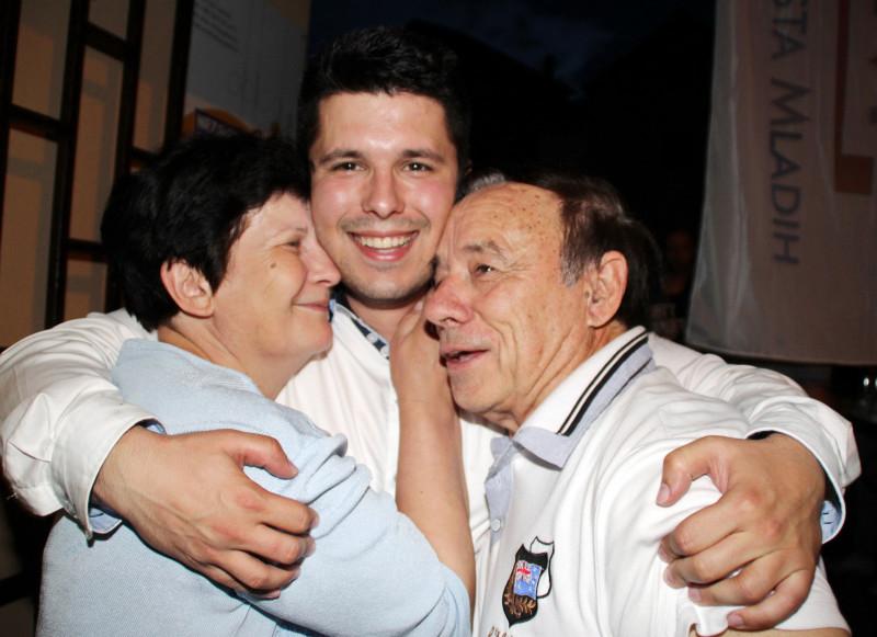 Ante Pranić slavi s majkom i ocem (foto HINA/Jure Divić)