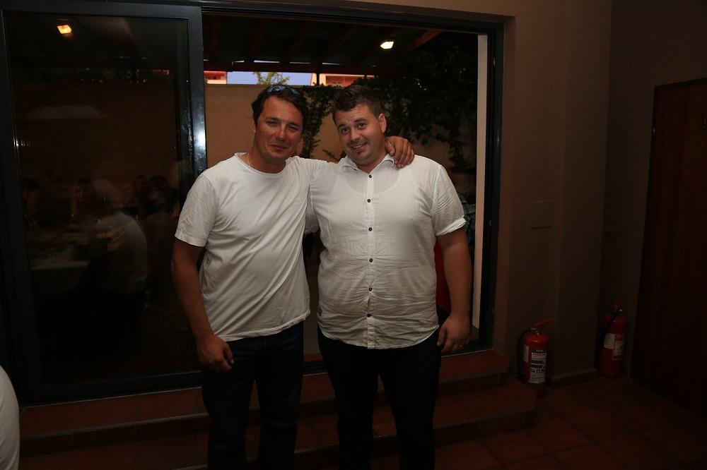 Bivši načelnik Ivan Božikov prvi je čestitao novoizabranom Toniju Turčinovu (Foto: H. Pavić )