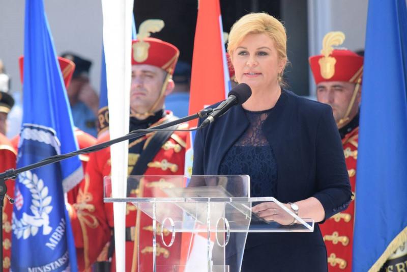 Predsjednica Grabar-Kitarović u Kninu: Poštujemo svaku žrtvu, no mora se znati da je Oluja bila politički opravdana, etički čista i vojnički briljantno izvedena osloboditeljska i časna pobjeda za pravedan cilj