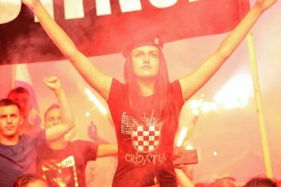 U Kninu 70.000 ljudi: Umjesto da slave pobjedu Hrvatske, neki su plakali zbog poraza tzv. NDH