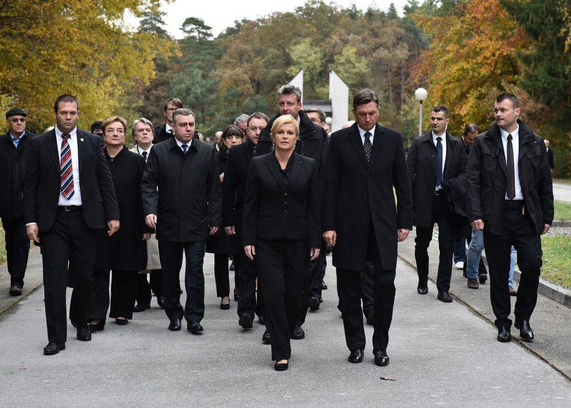 Političari u crnome u posjeti Hudoj Jami (foto Ured predsjednice)