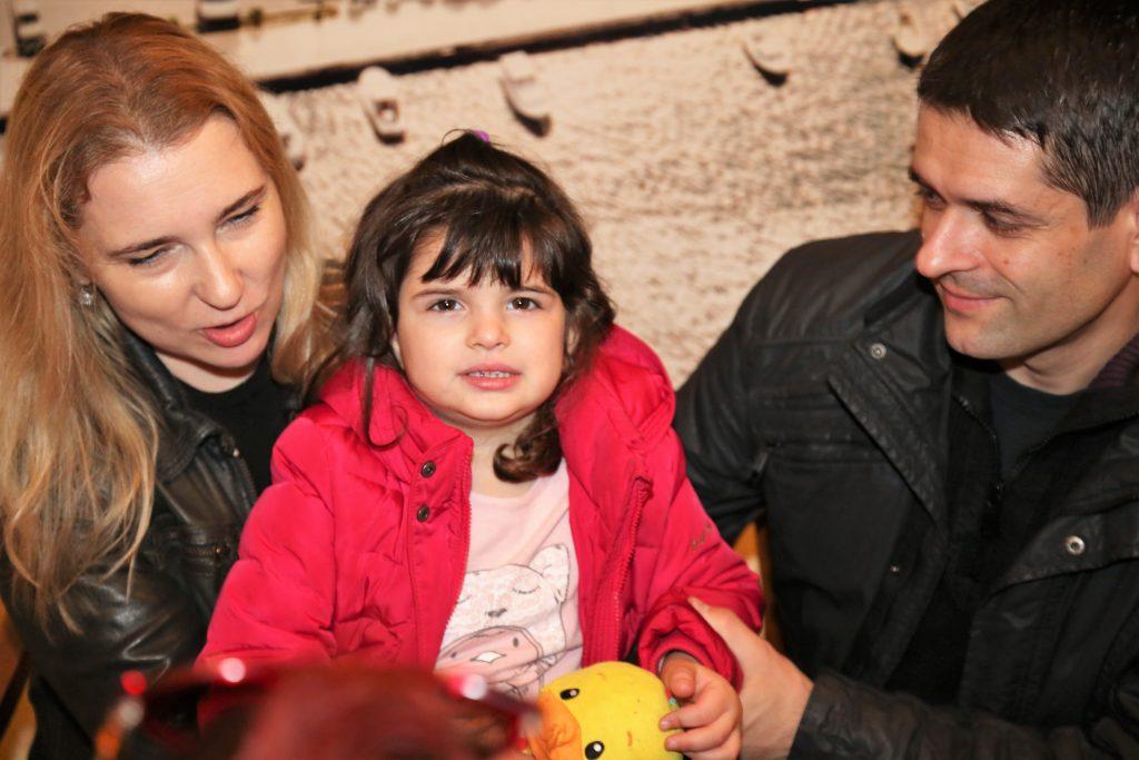 Eva s mamom Marijom i tatom Seadom (Foto: Tris/H. Pavić)