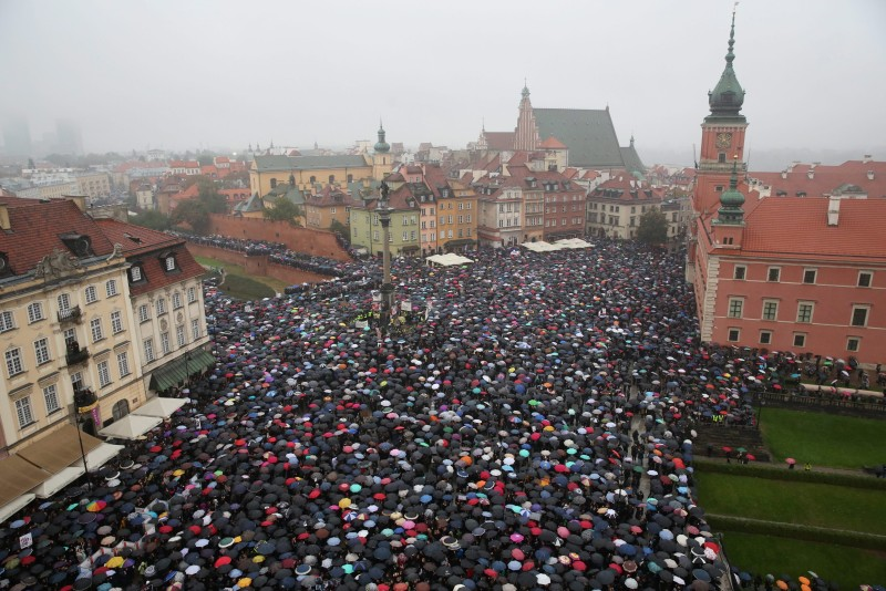 epa05568430 Protesters during the nationwide women strike in Zamkowy square in Warsaw, Poland, 03 October, 2016. The strike is an expression of the opposition to strengthen the regulations on the abortion law. Black-clad opponents of government plans to ban abortion staged a 'Black Monday'. Thousands of women took a day off from work to express their solidarity and fight for the entitlement to legal abortion, sex education, contraception and in vitro conception.  EPA/RADEK PIETRUSZKA POLAND OUT