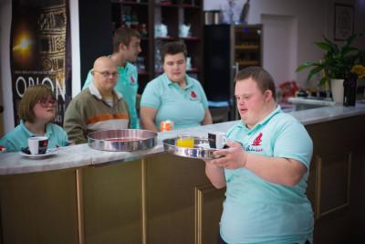 """""""Ekstra kromosom za ekstra kavu"""":Crowdfunding kampanja za otvaranje kafića koji će zapošljavati osobe s Downovim sindromom"""