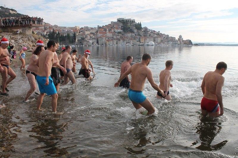 JK Val poziva na novogodišnje kupanje na plaži Banj