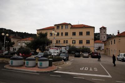 Zgrada škole koja je nosila ime  narodnog heroja Roka Frkića Ljuca postaje hotel s četiri zvjezdice škola (Foto: Tris)