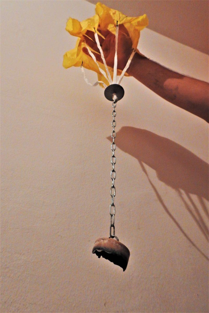 Izrađeni padobran s lancem i zapaljivom tvari (foto TRIS/G. Šimac)