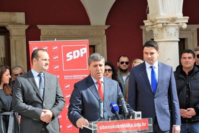 Franko Vidović sa stranačkim kolegama predstavlja svoju kandidaturu (Foto: Tris/H. Pavić)