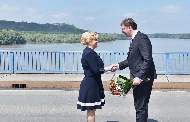 Ilustracija, arhiva: Predsjednica RH i Vučić na mostu (foto Ured predsjednice RH)