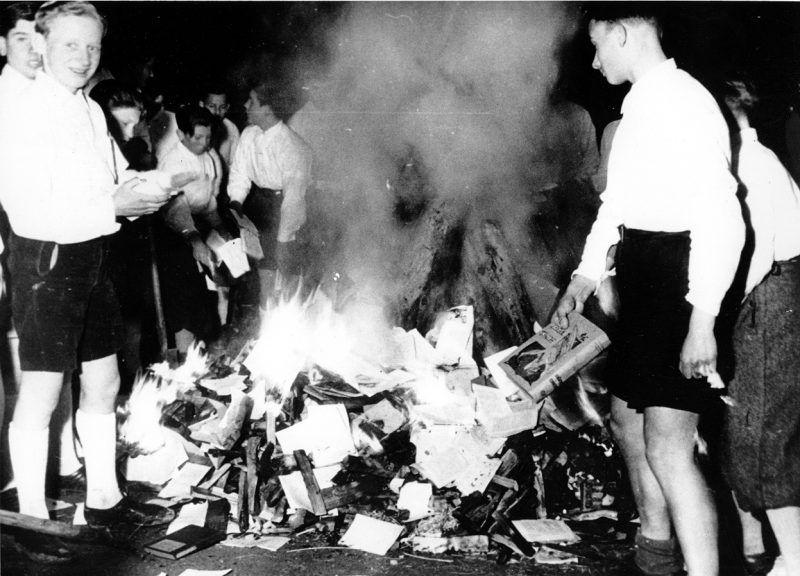 Jeste li čuli za spaljivanja knjiga, biblioklazam ili libricid?