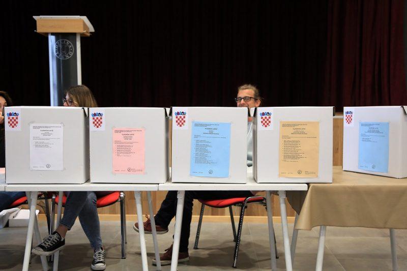 Izbori/ Izlazne ankete : U sva četiri velika grada-  drugi krug