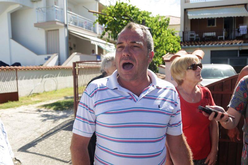 Investitor Zoran Josipović izašao je pred pobunjene Vodičane (Foto: Tris/H. Pavić)