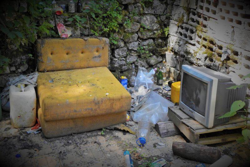 Ilustracija: dnevni boravak beskućnika  pod vedrim nebom (foto TRIS/G. Šimac)