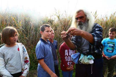 Djeca uče prstrenovanje ptica - prošle godine (foto PP Vransko jezero)