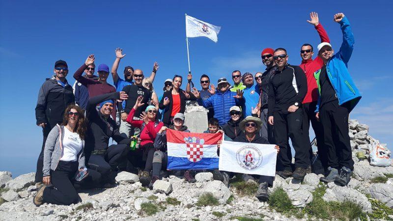 Planinari šibenskog kluba Sv. Mihovil na najvišem geartskom vrhu (foto HPK Sv. Mihovil)
