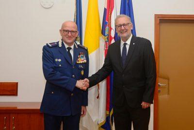 Giani i Božinović se rukuju (foto MUP)
