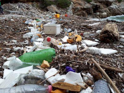 Plaža puna plastike/Foto: Greenpeace
