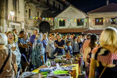 Noćna pijaca u Drnišu: Pokazali smo da nas ima! Mi koji smo ostali u Drnišu ne smijemo dozvoliti da nam nitko i ništa slomi naš duh!