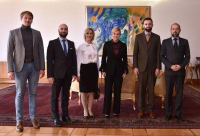 Perjanice nakupina građana Narod odlučuje i Istina o Istambulskoj su toplo primljeni kod predsjednice države (foto predsjednica.hr)
