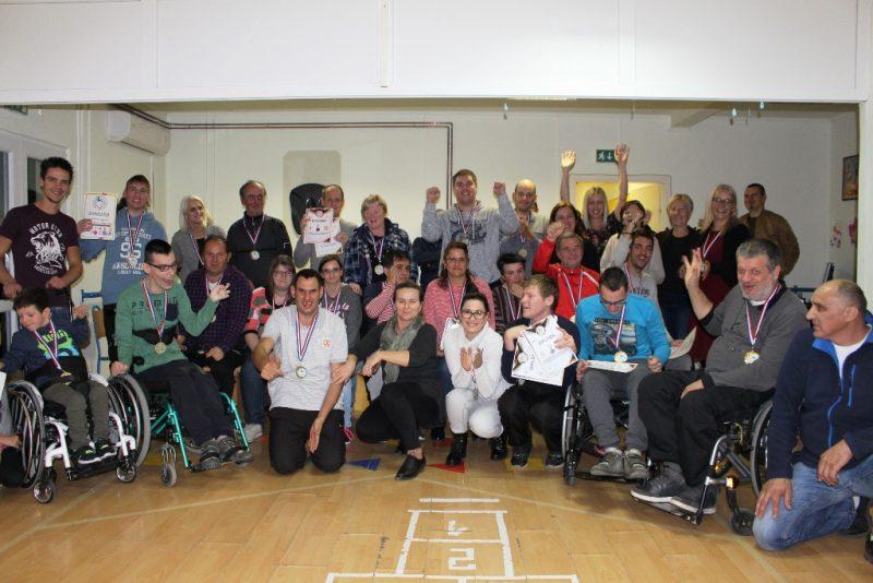 Zajednička fotografija nakon sportskih natjecanja u Udruzi sv. Bartolomej