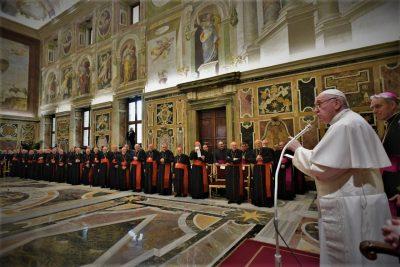 Šef katolika Papa govori pripadnicima Rimske kurije (foto Facebook)