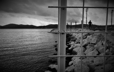 Ilustracija  iz Dalmacije: bahati koncesionari zagrađuju more i zimi (foto TRIS/G. Šimac)