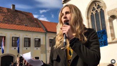 Laura Skala na Markovom trgu (foto printscreen Youtube Srednja.hr)