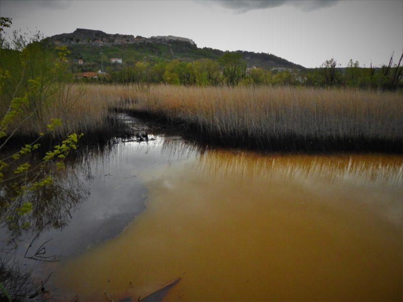 Panorama kninske trvrđave s crno-žutom lagunom(foto TRIS/G. Šimac)