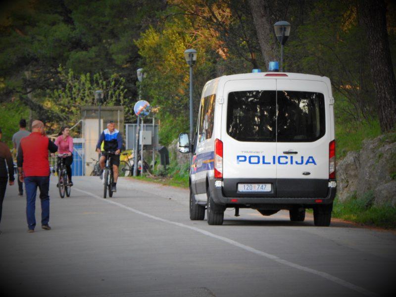 Ilustracija: Policija među rekreativcima (foto TRIS)