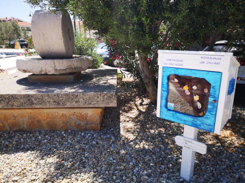 Uzmi, čitaj, vrati: Četvrta 'kućica za knjige' u Tisnome na plaži Banj