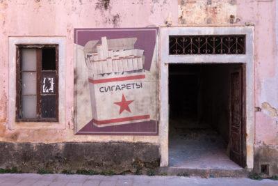 Predvidljivo... cigarete s petokrakom  (foto Ivica Bošnjak)