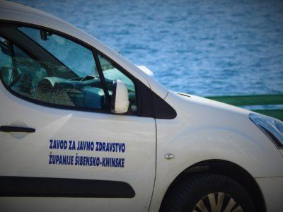 Vozilo Zavoda za javno zdravstvo (foto TRIS/G. Šimac)