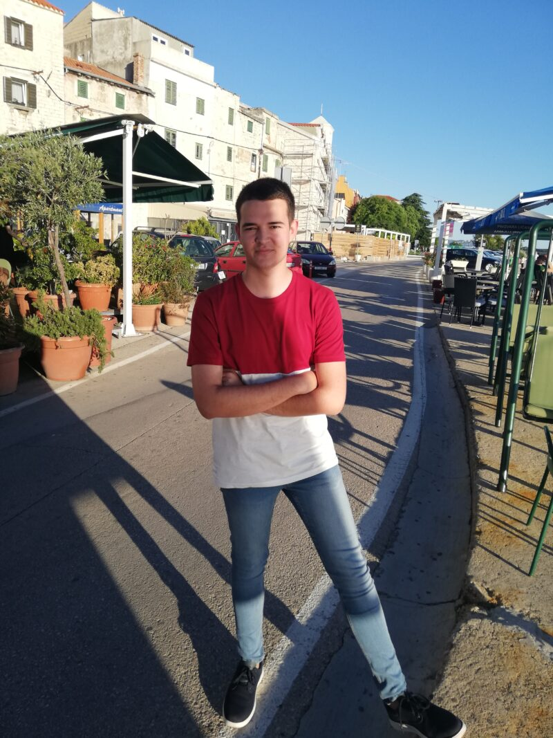 """Intervju/ Ivan Slavica (18), najmlađi kandidat na parlamentarnim izborima, na listi platforme """"Možemo"""":  Neznanje je dobar okvir za mržnju"""
