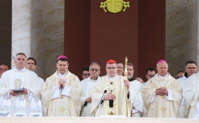 Kardinal Bozanić u Mariji Bistrici na blagdan Velike Gospe: Previše su zla ljudima, pa i našem narodu, donijele umišljene oholice…