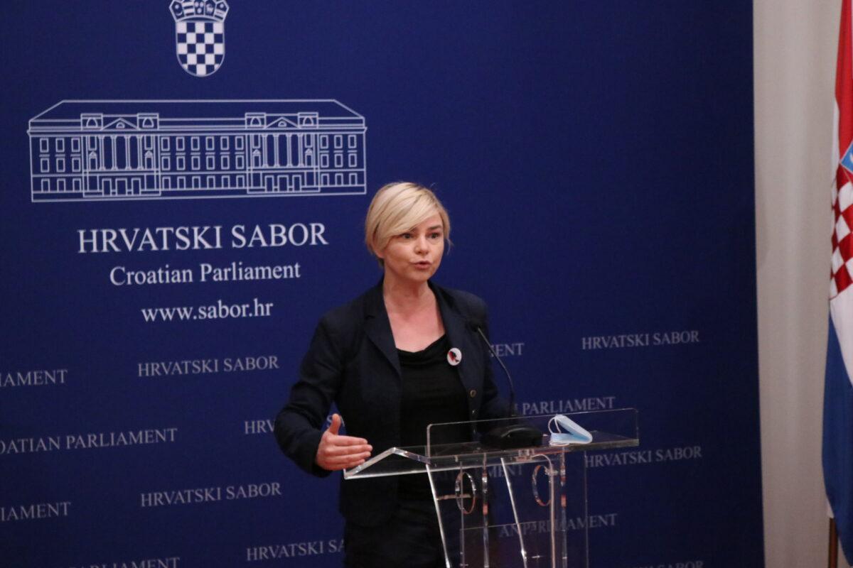 Sandra Benčić, zastupnica Možemo!, otkriva novi biznis HDZ-ovih dužnosnika: Prodaju informacije koje su trebale biti besplatne i svima dostupne!