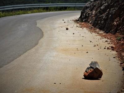 Odron na cesti od Sušice prema Ravnom Dabru (foto: TRIS)