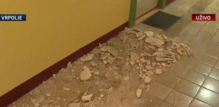 Škola u Vrpolju oštećena u potresu, ali ipak, i dalje u funkciji…