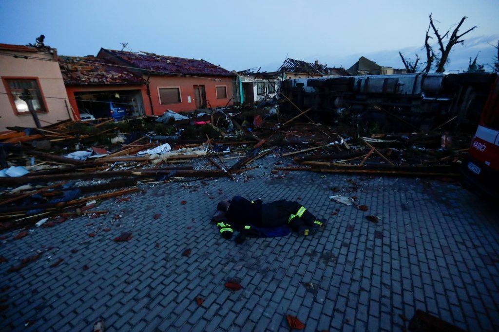 Razorni tornado pogodio jugoistočnu Češku: Pred nevremenom nestajala cijela sela