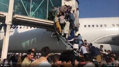 Kaos na kabulskom aerodromu (foto printscreen twitter)